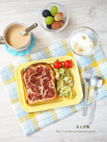 「きのう何食べた?」内で出てくるコンビーフトーストを再現した献立。トーストなら、のせるだけと手軽に取り入れることができますね。どれも簡単に作れるのに、栄養バランスもばっちりです。