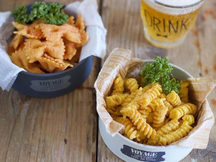 可愛いショートパスタの形をそのまま活かしたフライドパスタ。味付けはスープの素を使うので、調味料はなしでOK!シナモンシュガーでおやつに、チーズ味でおつまみになどアレンジも楽しめそうです。