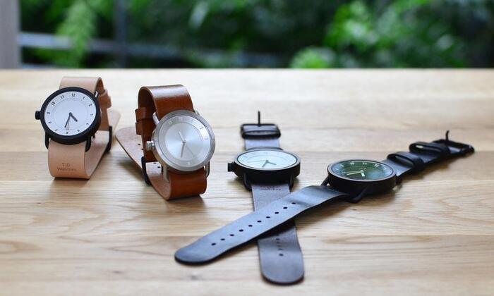 """""""究極のシンプル""""をテーマに作られている「TID Watches(ティッド ウォッチズ)」。2012年にスウェーデンで生まれた、まだ新しいブランドですよ。""""TID(ティッド)""""とは、スウェーデン語で""""時間""""という意味です。長年愛用できるように、シンプルで飽きないデザインなのが北欧らしくて素敵ですね。"""