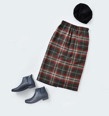 着回し力が高く、上品な女性らしさをプラスできる優秀アイテム、タイトスカート♪ ぜひデイリーコーデに取り入れて、フェミニン・シックな着こなしを楽しんでみてくださいね♪