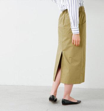 普段使いもオフィスコーデもOKの万能アイテム、タイトスカート。タイトスカートをコーディネートに取り入れるだけで、カジュアルなトップスも大人っぽく見せることができちゃいます。  今回はそんなタイトスカートを使った素敵な大人コーデをご紹介♪カラー別にまとめていますので、着まわしの参考にもしてみてくださいね。