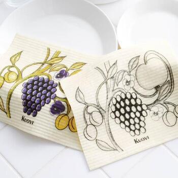 北欧デザインとして人気の高い、「ARABIA(アラビア)」社の食器・パラティッシ柄をスポンジワイプに描いたアイテム。美しくスタイリッシュなデザインと実用性で、普段使いはもちろん来客時にテーブルに出す用としてもおすすめです。