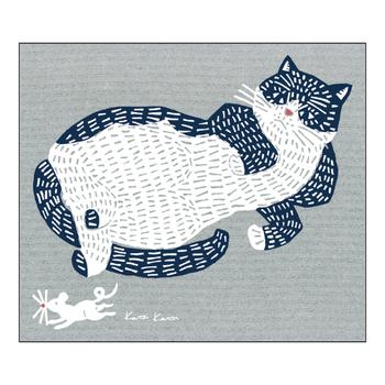 松永武さんと高井知絵さんの二人が手がける、型染め、プリントのデザイン・ユニット「kata kata(カタカタ)」。ゆったりとくつろぐ猫を型染め表現でデザインしたスポンジワイプは、見ているだけで癒されそうですね。大判サイズのスポンジワイプなので、布巾としてだけでなく水切りや掃除にも大活躍してくれます。