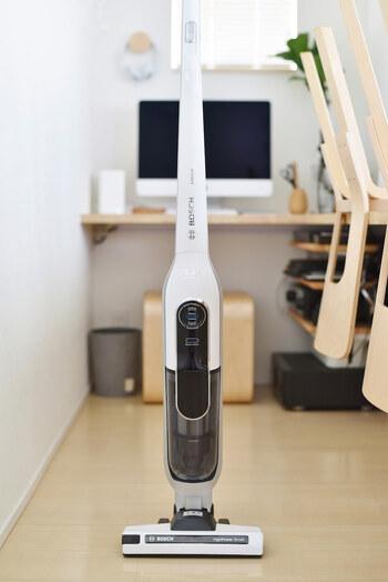 ドイツでiFデザイン賞を受賞したというおしゃれな「BOSCH(ボッシュ)」の掃除機。スタイリッシュなデザインで、リビングに置いておいてもすっと馴染み、場所を取らない点も◎。