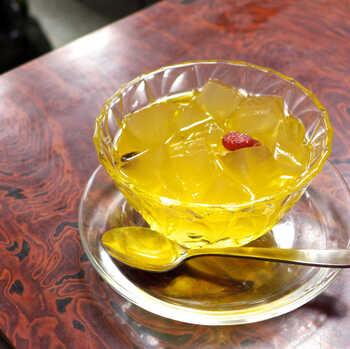 看板メニューはもちろん、店名にもなっている「愛玉子(オーギョーチィ)」。台湾でしかとれない植物で作ったゼリー状のデザートです。くにゅっとした食感とレモンシロップの爽やかな甘みが美味しい、食べごたえのある一品です。