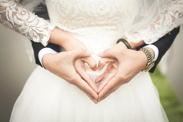 結婚式準備は、何かと決めなければならないことが多く、打ち合わせや下見などを考えて最低でも約半年間は欲しいところ。でも、仕事をしながら結婚準備を進めなければいけない、結婚式は考えていなかったけれど急きょ挙げることになった、などそんなに時間がかけられない…という方は多いかもしれません。