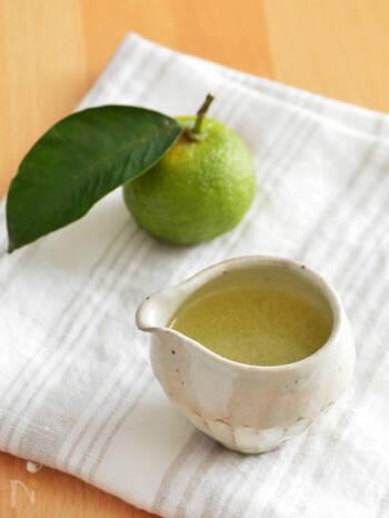 材料は、ゆず果汁、サラダ油、塩こしょうだけ。シンプルだからこそ、ゆずの香りや味わいをしっかりと感じられます。