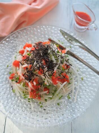 ほぐした明太子を入れて、ピリ辛風味のドレッシングに。大根やお豆腐との相性バツグンです。