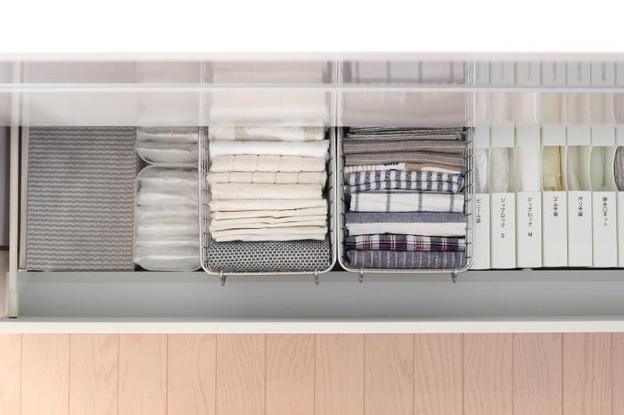 ボックスは積み重ねたりせず、キッチンのシンク下にオープン収納。袋がすぐに取り出しやすく、残量が一目瞭然なので機能的です。
