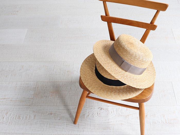 面長さんも、どんな型でもOKなタイプ。ただし、細身のものや高さのあるものは、縦のラインが強調されてしまうので、できれば避けたいところです。カンカン帽のような横のラインが印象的なものがおすすめ。つばが広いものもよく似合います。