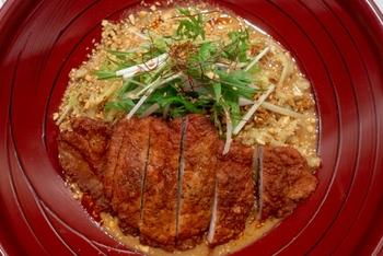 うまみが濃く、ボリュームのあるスペアリブは、アメリカでは家庭の味でバーベキューの主役。世界各国でも親しまれています。中華料理での呼び名は「排骨(パーコー)」。排骨麺で有名ですね。また、沖縄ではソーキそばの「ソーキ」がスペアリブのことです。