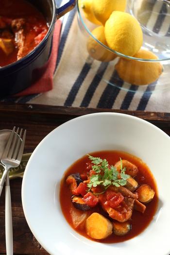 こちらは、ストウブ鍋で煮込んだスペアリブのトマト煮込み。野菜もたっぷりで深みのある本格的な味わいですが、意外と時間がかかりません。