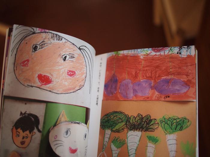 子どもの作品をおさめた写真が溜まったら、タームを決めて作品集を作っておくと、誰でも見返すことができていいものです。ダイナミックに描かれた絵やユニークな色使いの立体作品など、ほかの人が見ても面白い作品集になりますよ。