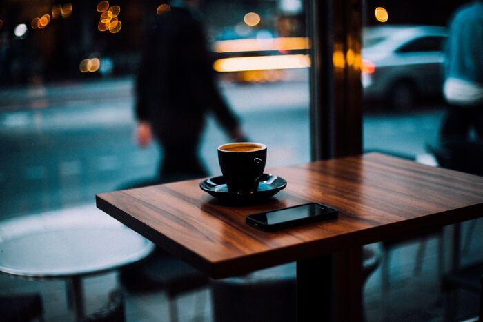 「北欧コーヒー」は一口飲んだ瞬間に味の違いがはっきりとわかるほど、特徴のあるコーヒー。すっきりとしているのにキレのある味わいで、まるでワインのような、フルーティーな香りが口いっぱいに広がります。一度飲むとクセになる、ほっこりする味わいですよ。