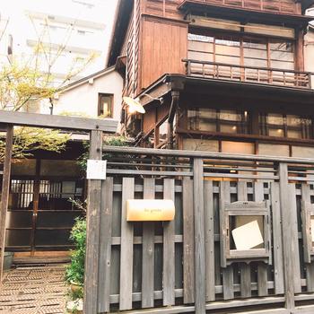 西荻窪の駅から徒歩2分。古民家を再生したカフェ「Re:gendo(りげんどう)」は、どこか懐かしい趣を感じられる癒しの場所。