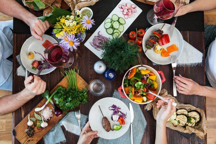 大人数の場合、一斉に食べるというよりもおしゃべりも弾んでゆっくり頂くパターンが多くなります。