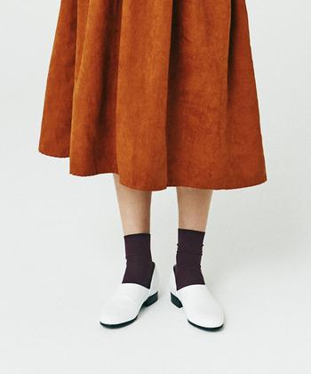 スポックシューズに靴下を合わせることで、個性を2倍にひき出すことができます。