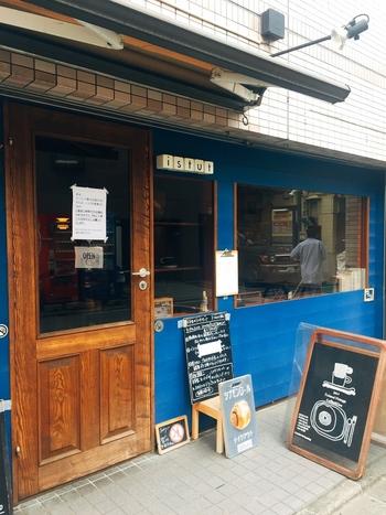 中央線荻窪駅が最寄り駅の「istut(イストゥット)」。店内にはオーナーが直接フィンランドから買い付けた雑貨がさりげなく飾られていたり、ほっこりする落ち着いたカフェです。