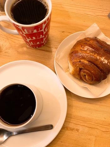 フィンランドの朝ごはん、ケーキ、シナモンロールなど、北欧フィンランドのお食事と、北欧コーヒーの相性は100点。この時間がずっと続けばいいのに……と食べ終わるのが惜しくなっていまいます。