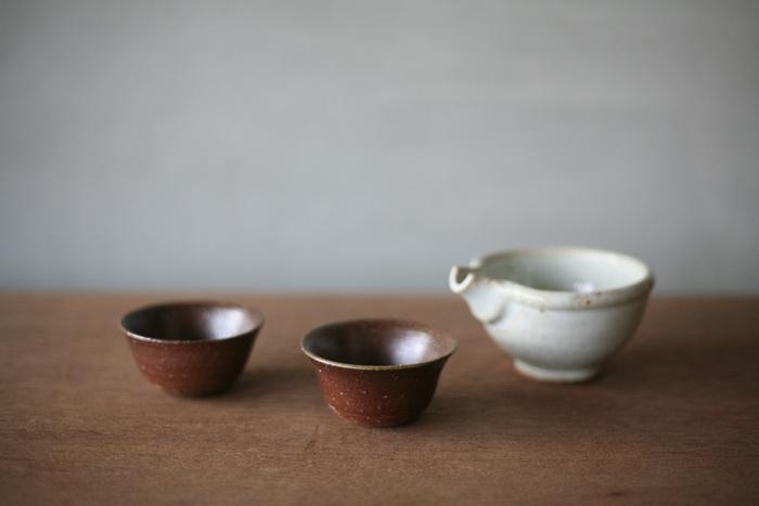 こちらも一陽窯のシンプルでおしゃれなぐい呑みです。釉薬を使わずに焼き締めによって作られる備前焼は、硬く割れにくいのが特徴的。備前焼特有の質感や風合いを楽しみながら、長く使い続けることができます。ぐい呑みとしてだけではなく、薬味やお漬物を入れる小鉢としても使用できますよ◎。