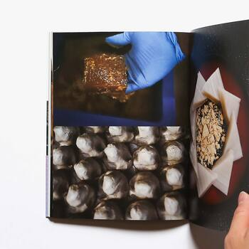 d47 MUSEUM 企画展「Fermentation Tourism Nippon  – 発酵から再発見する日本の旅 –」の公式書籍であり、47都道府県を巡りその土地の発酵文化の成り立ちや、発酵の現場で出会った人々との触れ合いを追体験することができます。  菌・微生物などマクロの世界の不思議を日本の風土とともに学び、守り継ぐことに意識を向けてみるのも素晴らしい発見になるのではないでしょうか。