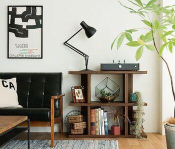 立ったときに腰高くらいのシェルフは、スイッチを押したりする作業がしやすいため、オーディオを置く場所としても活躍します。