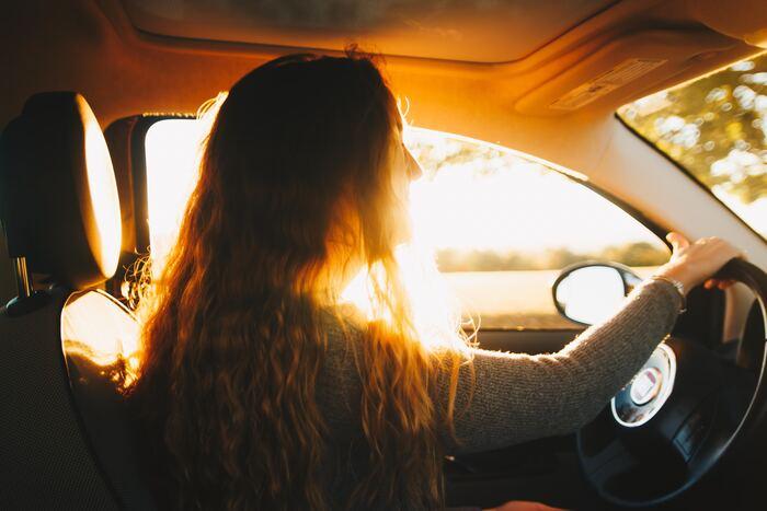 午後の眠くなる時間は集中力が落ちる事で、仕事中の事故や交通事故などのリスクが発生しやすいタイミングと言われています。適切な「昼寝」は、こういった負の要因の低減に繋がります。