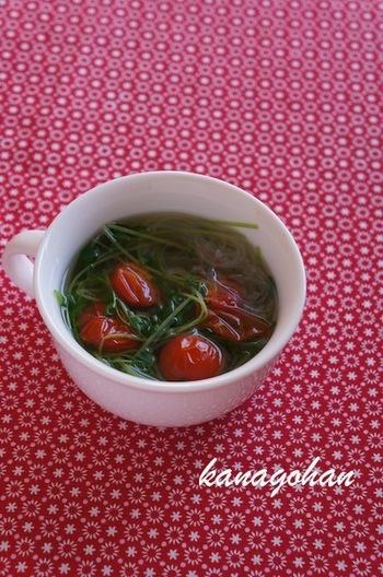 ナンプラーの風味が感じられるエスニックスープ。春雨が入っているからお腹も満足♪