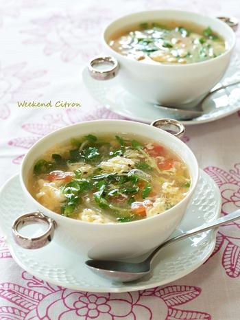 夏バテした胃腸にも優しい栄養満点、具だくさんのスープです。トマトの酸味と生姜の香りでさっぱりと。冷房で冷えた体も内側から温まります。