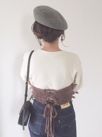 ベレー帽など、レトロ&クラシカルなファッションによくマッチするシニヨン。大人かわいく仕上がります。