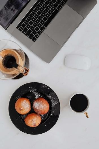 特におすすめの勉強タイムは早朝。家事や仕事のことに追われることなく、自分だけの時間を作ることができます。夜更かしできなくなるので、つい夜はだらけてしまうという方にも効果的です。 終わりの時間がはっきり決まっていることで、集中しやすくなるという効果もありますよ♪