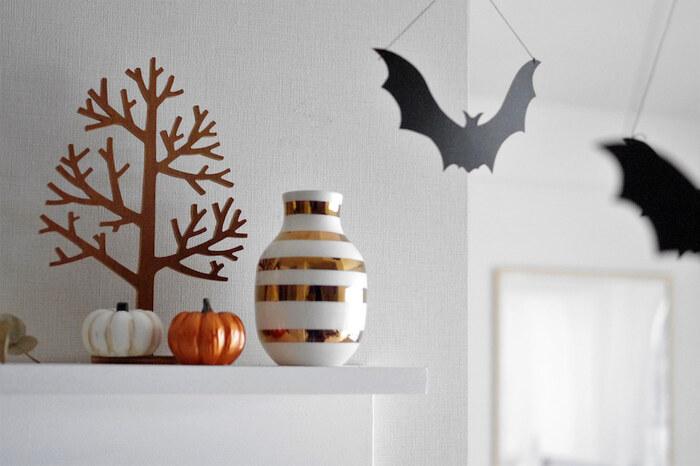 ハロウィンは秋の一大イベント!モチーフを見るだけで秋を感じられますよね。カボチャやコウモリなどインテリアに合わせた色合いやデザインのものをチョイスして、さりげなく飾りましょう。