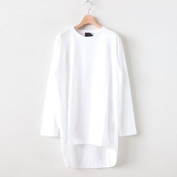 大人の白Tは、ちょっと素材にこだわりたい。ケチらず上質な素材を選ぶことで、着ている本人もなんだか心強いし、そしてやっぱり見た目が断然違うのです。今季の秋のおすすめは、長めの着丈で、落ち感が綺麗であること。これ1枚で大人でかっこいい着こなしが完成しますよ。