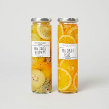 ゴールデンキウイやマンゴー、レモンなどビタミンカラーのフルーツをミックスして丁寧にお鍋で煮て作ったコンポート。ドラゴンフルーツも入っているから、見た目にも楽しいですね。