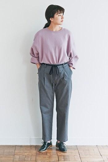 淡いラベンダーカラーは、柔らかな印象です。派手になりすぎないので、どんなカラーとも合わせやすい色。濃い紫に挑戦しにくいという方にもおすすめです。