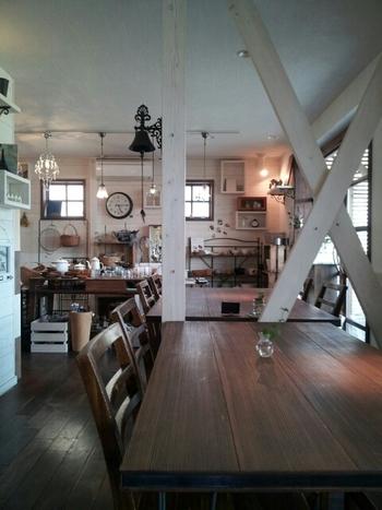 店内にある家具は購入することも可能。霧島のゆったりとした空気が流れているような心落ち着く空間です。