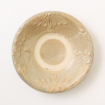 カレー用には7寸の深みのあるお皿がおすすめです。器の内側には丸く釉薬を削ぎ落した跡が付くことが多く、特徴的です。
