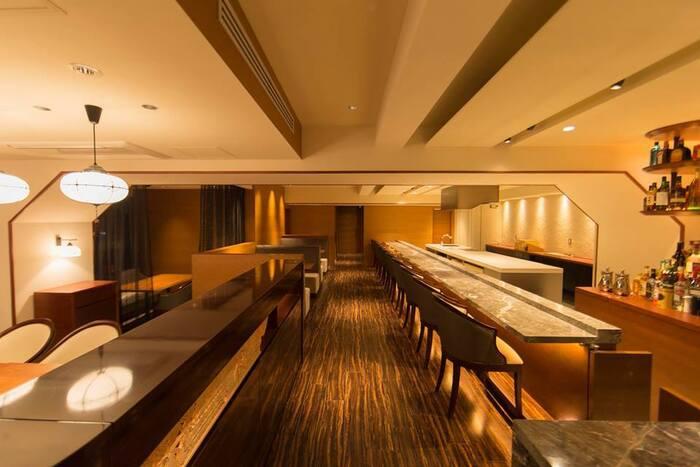 六本木駅すぐの場所にある宗胡(そうご)は、ミシュラン二つ星を獲得したシェフによる野菜懐石料理店です。カウンターのお席から半個室、プライベートが守られる完全個室まで用意されており、落ち着いた雰囲気の中お料理を楽しめます。