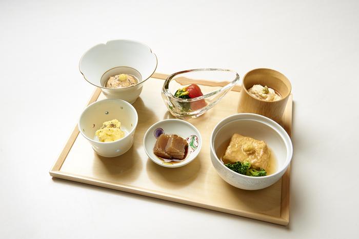 完全な精進料理を希望される方は、事前に予約が必要となります。卵や乳製品、出汁にはカツオが使われているのでご注意ください。野菜中心の体に優しいランチも大変人気があります。