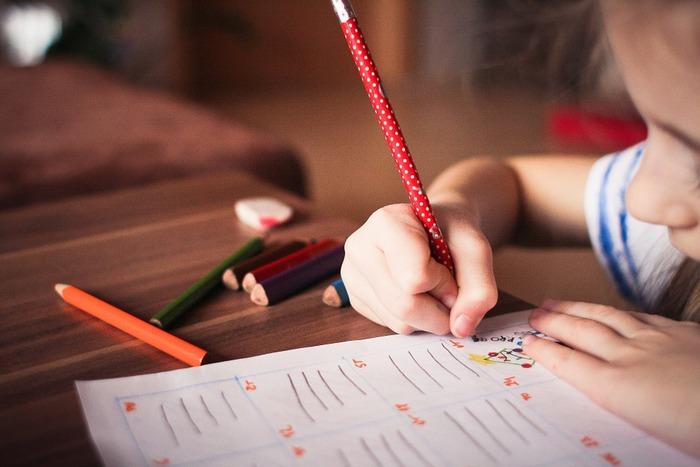 大きくなるにつれ、幼稚園や学校のモノだって増えていきます。写真やお手紙など、紙媒体のモノもあっという間に増えていきます。早いうちから、自分の家にあった管理方法を模索していくことがとても大切になります。