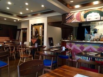 おしゃれな雰囲気が人気の代官山でも、精進料理が食べられるお店があります。その名も「寺カフェ 代官山」です。店内には蓮の花や仏様のオブジェやイラストなどが飾られており、厳かさとカジュアルさが合わさった不思議な空間です。