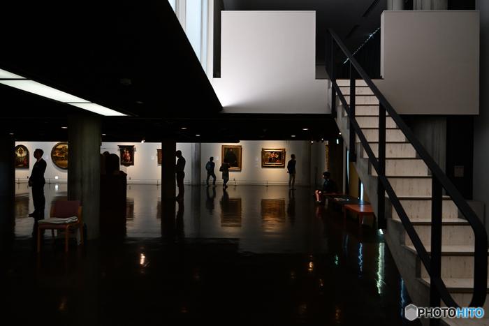 「国立西洋美術館」には、絵画や彫刻などの美術作品が約6000点も展示されています。製作された年代も、14世紀から20世紀までと幅広いのです。時代の変化と共に、タッチの違う個性豊かな作品を鑑賞できますよ。