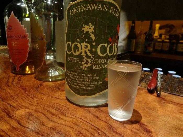 沖縄産のラムなど、珍しいお酒もたくさん。大人の街、神楽坂でゆっくりお酒を楽しみたい日にぴったりのバーです。