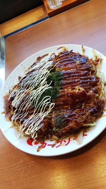 「肉玉そば」は、一番シンプルで定番メニュー。牛ミンチの脂でパリッと仕上げた食感は、他のお店ではなかなか味わえません。
