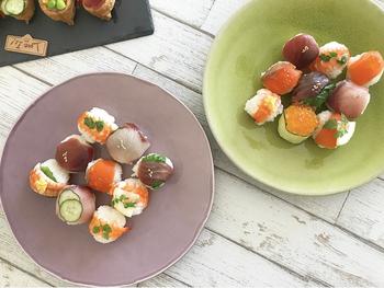 フィンガーフードであればオードブルだけでなくカラフルなオープンいなりやブルスケッタ、手まり寿司など作っておいてあとは盛り付けるだけのアイテムも多々あります。