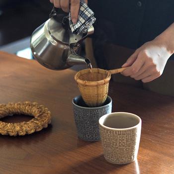 熱に強い竹で作られた茶こしです。竹の茶こしで淹れたお茶は優しくまろやかな味わい。いつものお茶も竹の茶こしで一味違う味わいになりそう。