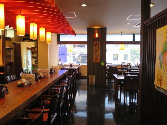 新橋駅から3分ほどのところにある「かおりひめ」では、香川県と愛媛県の郷土料理がいただけます。「せとうち旬彩館」というアンテナショップの2階にあり、連日多くのお客さんで賑わっています。