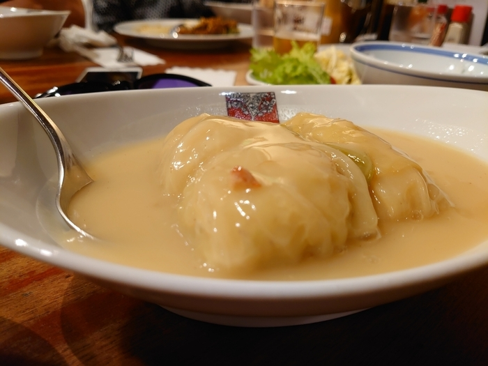 数ある洋食メニューの中、ダントツの人気を誇るのが「ロールキャベツシチュー」です。バターやミルクを使っていない、あっさりやさしい味付けが特徴。