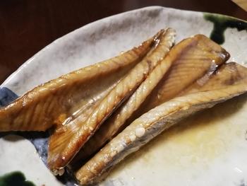 カツオを1匹さばいたら、腹皮もぜひ!いわゆるトロの部分です。グリルで香ばしく塩焼きにしたり、から揚げや煮物にするのもおすすめ。腹皮は、通販でも入手できるようです。
