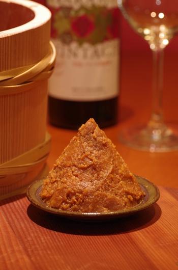 みなさん、ご自宅でお味噌は使っていますか? 日本食には欠かせない調味料の1つ、お味噌。 昔は、それぞれのお家で手作りした自家製味噌を使うことも珍しくありませんでした。